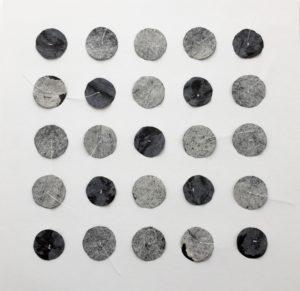 Météores - Hommage à Robert Smith, Primary the love, 30x30cm, Papier teinté, découpé et cousu au fil blanc sur lavis Vinci 450g, 2016